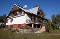 Dom z tarasami